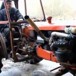 Nu pare, dar acest tractor vechi este un monstru cu 400 de cai